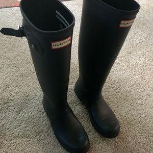Hunter tall matte black boots